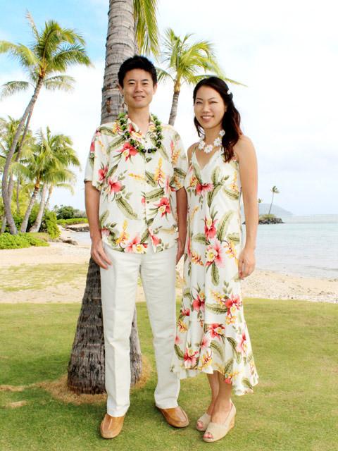 ハワイでの結婚式をはじめとするリゾートウェディングの出席が決まったら、服装や靴はどうしよう?と迷ってしまいますよね。 アロハシャツにあわせるズボンや靴、