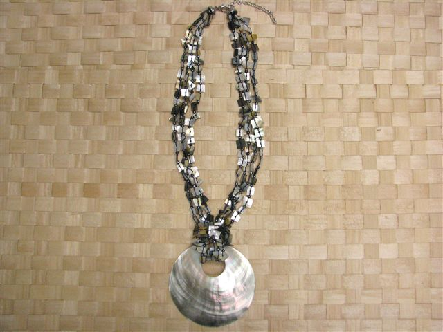 Round Mother Of Pearl & Chips Black Tahitian Shell Necklace