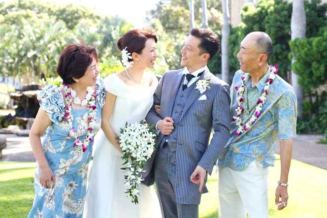 e91f166726544 Q.アロハシャツ&ハワイアンドレスを着用してよかったことを教えてください。 「両親の列席衣装 ...